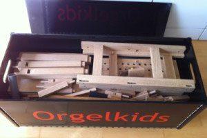 Alle losse onderdelen voor het inelkaar zetten van de Doe-orgel