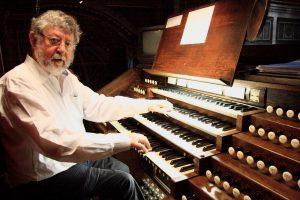 Gijsbert Lekkerkerker aan het orgel van de Madeleine in Parijs